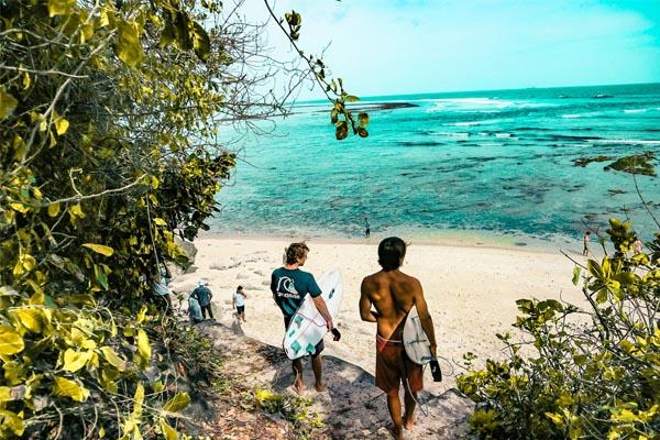 dove surfare in indonesia